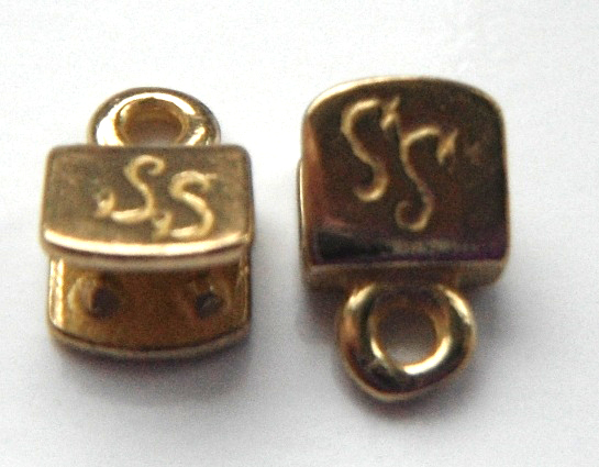 5mm antique brass plated brass end caps.Sold per pair