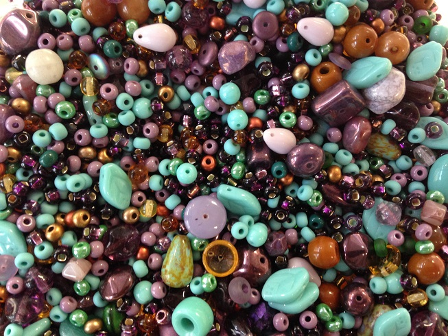 A 25 gram mix of assorted Czech glass beads, Fluorite